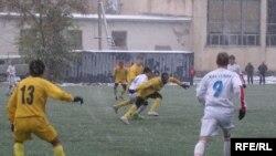 Кыргыз футболчулары күйөрмандарынын үмүтүн актабай келет.