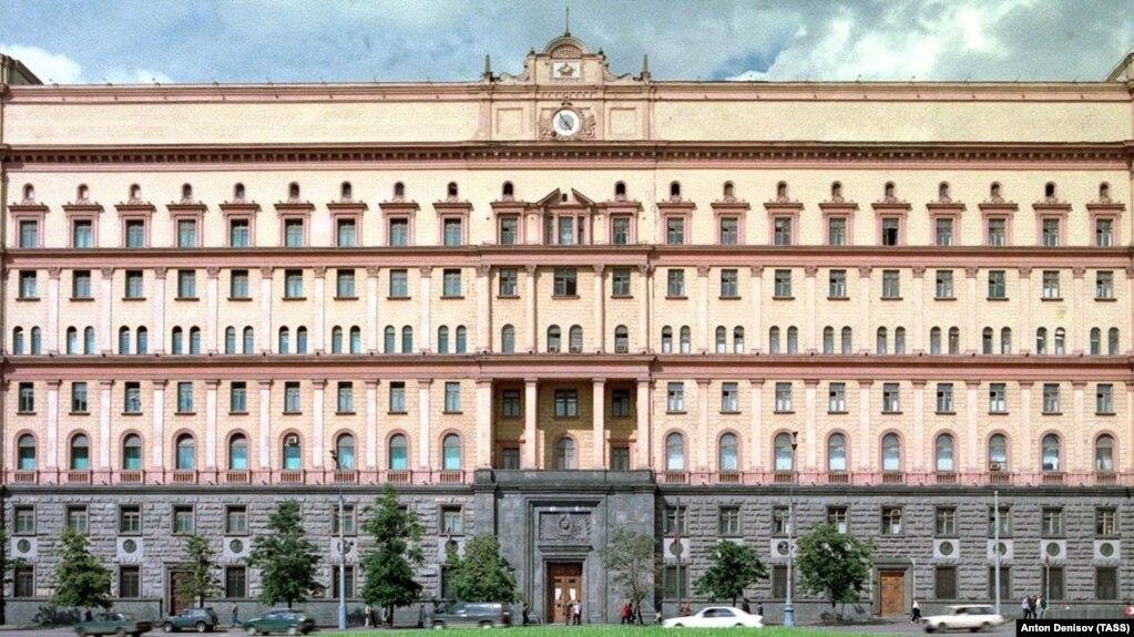 В Москве задержали двоих мужчин, забросавших яйцами здание ФСБ