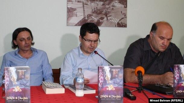 S lijeva na desno: fra Drago Bojić, Amer Bahtijar i Senad Pećanin, Mostar, foto: Mirsad Behram