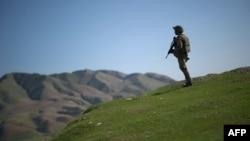 یک سرباز عضو ناتو در افغانستان