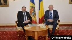 Andrei Galbur și Teodor Meleșcanu la întîlnirea de la București