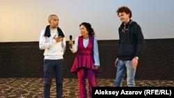 Съемочная группа фильма (слева направо): оператор Нурбол Нурбаев, режиссер Райхан Рахим, режиссер монтажа Аркадий Цай. Алматы, 25 января 2018 года.