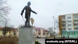 Помнік Сувораву ў поўны рост у Кобрыне