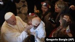 Рим Папасы Франциск украиналық Әулие София грек-католик базиликасында. Рим, 28 қаңтар 2018 жыл.