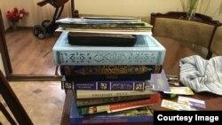 Книги на месте обысков у крымских татар