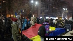 News reports said the total number of protesters in Bucharest was between 10,000 and 40,000 people.
