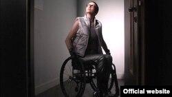 جو گوسلینگ، هنرمند بریتانیایی از تجربه زندگی و دیدگاههای خود درباره معلولیت میگوید