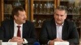 Екс-голова УФСБ Росії у Криму і Севастополі Віктор Палагін (ліворуч) і голова російського уряду Криму Сергій Аксенов