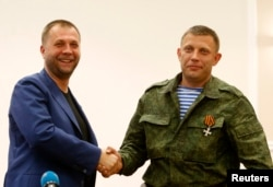 Александр Бородай (слева) и Александр Захарчекно. Оккупированный Донецк, 7 августа 2014 года