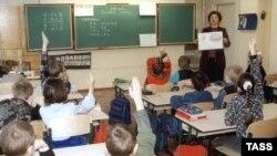 Урок математики в латвийской школе (архивное фото)