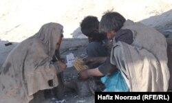 معتادان مواد مخدر در حومهای از شهر فراه