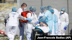 FRANCE -- A victim of the Covid-19 virus is evacuated from the Mulhouse civil hospital, March 23, 2020