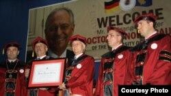 """Gjatë ceremonisë së ndarjes së çmimit """"Doctor Honoris Causa"""""""