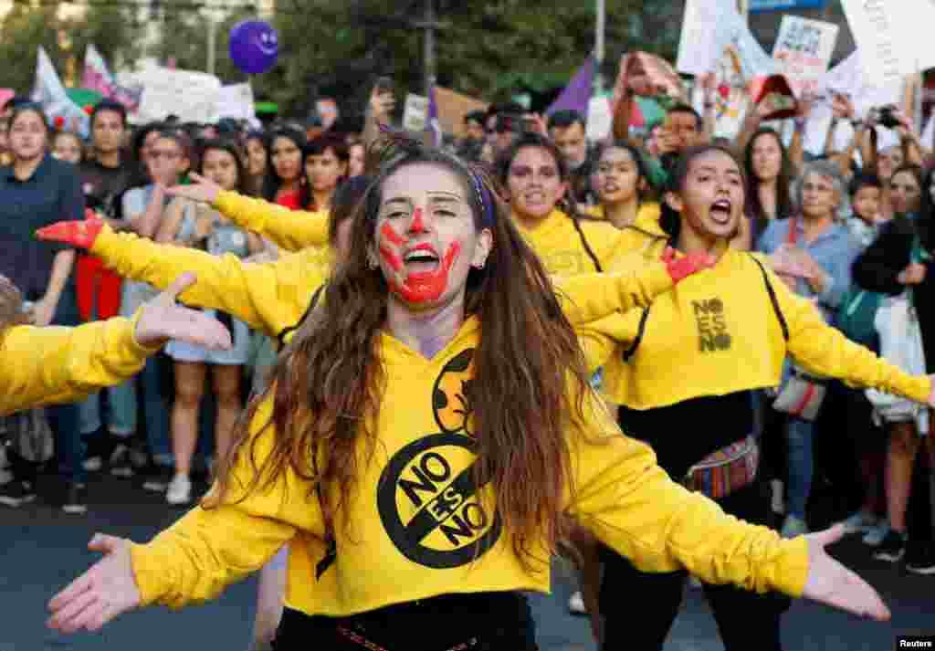 Празникък в столицата на Чили, Сантяго.