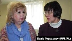 «Аман-саулық» қоғамдық ұйымы президенті Бақыт Түменова (оң жақта) мен «Ұлағатты жанұя» қоғамдық ұйымының жетекшісі Марианна Гурина. Алматы, 26 наурыз 2014 жыл.