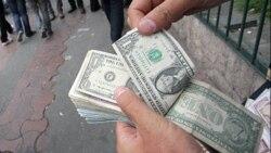 'Qara bazar' alverçisi: 'Bizə hər 100 dollardan ya bir manat qalır, ya da qalmır...'