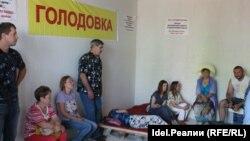 Участники голодовки в одной из недостроенных квартир