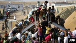 Сириялык күрт качкындар Ирактын түндүгүндөгү Дохук шаарындагы бозгундар лагеринде. 24-август 2012