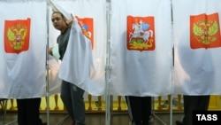 Кабинки для голосования на одном из избирательных участков Москвы. 8 сентября 2013 года.