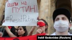 Во время акции протеста у здания парламента Грузии. Тбилиси, 21 июня 2019 года
