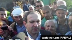 Главный редактор газеты «Айкакан жаманак» Никол Пашишян спустя несколько минут после освобождения из УИУ «Артик», 27 мая 2011 г.