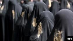 ایران در چهار دهه گذشته میلیاردها دلار برای واردات پارچه چادری ارز پرداخت کرده است.