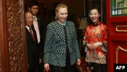 Hillari Klintoin me zyrtarët kinezë në Pekin