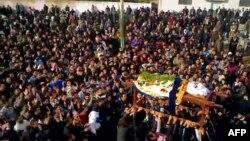 Похороны одногго из убитых сирийских демонстрантов, город Кафр-Зета, ноябрь 2011 года