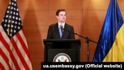 Американскиот заменик државен секретар за политички прашања Дејвид Хајл