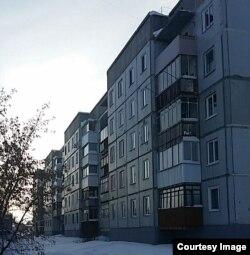 Володимир живе в службовій двокімнатній квартирі, яку повинен здати