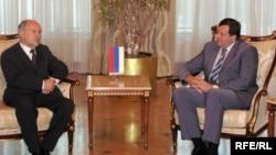 Valentin Inzko, visoki predstavnik u BiH, i Milorad Dodik, trenutno član Predsjedništva u BiH, a u vrijeme nastanka fotografije u maju 2009., premijer entiteta RS.