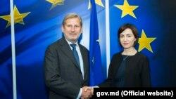 Prim-ministra Moldovei Maia Sandu şi comisarul european pentru extindere Johannes Hahn. Bruxelles, 3 iulie 2019