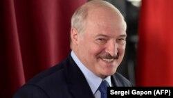 Президент Беларуси Александр Лукашенко, по данным ЦИК, переизбрался на шестой срок.