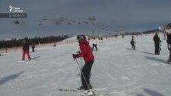 Буковель-2021: українці у перші дні локдауну масово поїхали на гірськолижний курорт (відео)