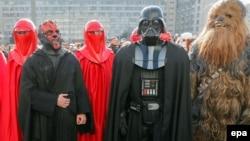 طرفداران فیلمهای جنگ ستارگان در لباس مبدل در اوکراین