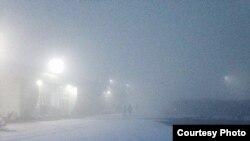 Аэропорт Оша часто отменяет авиарейсы зимой из-за тумана.