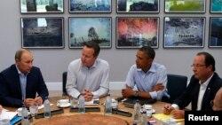Francois Hollande (i pari nga e djathta), Barack Obama, David Cameron dhe Vladimir Putin gjatë një takimi të mëparshëm