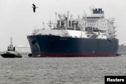 Литовський танкер супроводжують до плавучого терміналу скрапленого газу в Клайпеді
