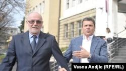 Milo Đurašković (desno) napušta sud, 8. mart