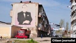 Yevlaxda bir bina və H.Əliyev