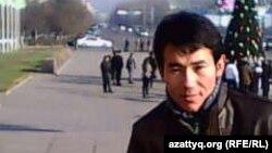 Жер алып, үй салған студент Құрметолла Мұхамедханұлы. Алматы, 28 маусым 2012 жыл.