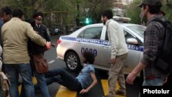 Armenia -- Supporters of opposition leader Raffi Hovannisian clash with police in Yerevan, 9Apr2013.