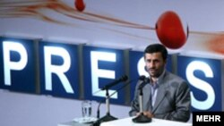 به گفته رییس صدا و سیمای جمهوری اسلامی، محمود احمدی نژاد از حامیان راه اندازی این شبکه بوده است.