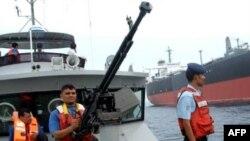 گارد ساحلی یمن در روز 22 آوریل برای کمک به یک کشتی نفتکش ژاپنی که دزدان دریایی به آن حمله کرده بودند، وارد عمل شد.(عکس: AFP)