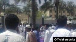عکسی که به گفته وبسایت «کمپین فعالین بلوچ» اعتراض مردم به بازداشت روحانی اهل سنت را نشان میدهد.