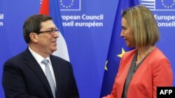 Глава внешнеполитического ведомства ЕС Федерика Могерини и министр иностранных дел Кубы Бруно Родригес Паррилья.