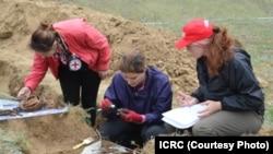С мая по август этого года представители Красного Креста намерены эксгумировать останки, которые, предположительно, покоятся примерно в 30 возможных захоронениях