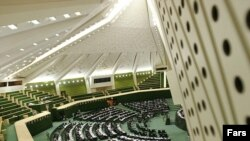 مجلس شورای اسلامی در جلسه ای غیر علنی و غیر رسمی در روز چهارشنبه به بررسی پیامد سهمیه بندی بنزین پرداخت