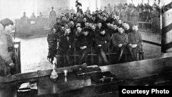Суд над участниками Сибирской добровольческой дружины. 1924 г. В центре – генерал Пепеляев
