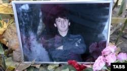 Фото Егора Щербакова на месте его убийства в районе Западное Бирюлево. Октябрь 2013 года